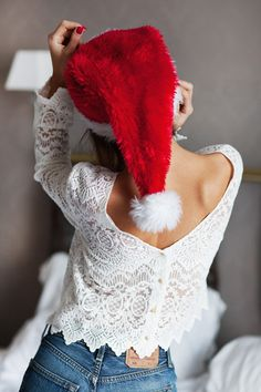 Christmas Hat, Christmas Fashion, Christmas Deco, Christmas Photos, Portrait Photography Poses, Girl Photography, Jeans Levis 501, Cute Baby Photos, Christmas Photography