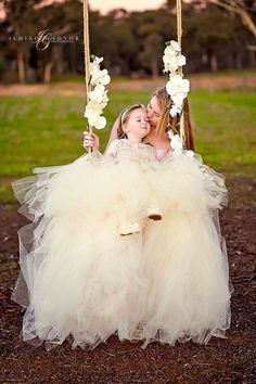 Mom & Daughter Mommy Daughter Pictures, Mother Daughter Fashion, Mother Daughter Matching Outfits, Mom Daughter, Mommy Daughter Photography, Mother Daughter Relationships, Princess Photo, Family Picture Outfits, King Photo