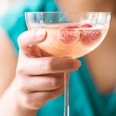 Mix up this gorgeous litchi cocktail to punctuate a Southeast Asian dinner menu. Lychee Cocktail, Raspberry Cocktail, Prosecco Cocktails, Cocktail Drinks, Cocktail Recipes, Birthday Dinner Menu, Dinner Party Menu, Spicy Recipes, Wine Recipes
