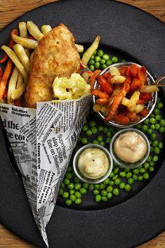 Enkel og skikkelig digg oppskrift! Sprø fisk med grønnsaksfries og aioli. Aioli, Wok, Chicken Wings, Crisp, Meat, Buffalo Wings