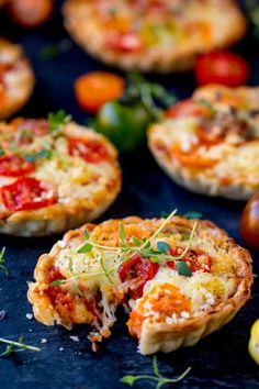 Cheese and Tomato Tarts with a rich tomato ragu and creamy béchamel sauce encased in shortcrust pastry. The best vegetarian lunch! Kids Picnic Foods, Picnic Lunches, Picnic Recipes, Sandwich Recipes, Cake Recipes, Picnic Menu, Picnic Dinner, Picnic Parties, Beach Picnic