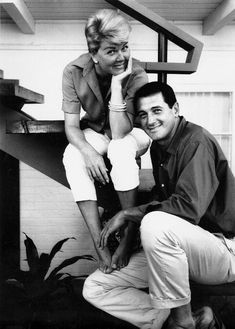 Doris Day & Rock Hudson made three successful movies together: Pillow Talk, Lover Come Back and Send Me No Flowers Hooray For Hollywood, Hollywood Icons, Golden Age Of Hollywood, Hollywood Glamour, Hollywood Stars, Classic Hollywood, Old Hollywood, Hollywood Couples, Classic Movie Stars