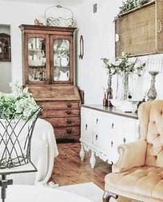 Isn't this a lovely mix of white, woods, and lots of texture? And that wingback chair is to die for, right? 😍 Thanks for sharing with us… Rugs In Living Room, Living Room Decor, Living Spaces, Cozy Living, Room Rugs, Small Living, Modern Living, Country Farmhouse Decor, Farmhouse Small