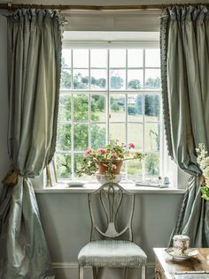 In the guest room of the decorator Jane Ormsby Gore's house in the countryside of north Wales the&; In the guest room of the decorator Jane Ormsby Gore's house in the countryside of north Wales the&; The New […] guest room English Interior, English Country Decor, English House, Interior Decorating, Interior Design, Design Interiors, English Countryside, Home Living, Living Rooms