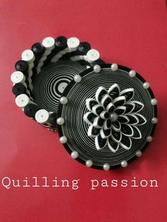 © quilling pasion- Quilled boxes 1 (Searched by Châu Khang) 3d Quilling, Quilled Roses, Paper Quilling Flowers, Paper Quilling Tutorial, Paper Quilling Jewelry, Paper Quilling Designs, Quilling Paper Craft, Quilling Patterns, Paper Jewelry