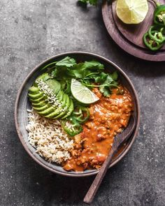 This Red Lentil Coconut Curry by is good for the soul ❤️ Served with brown rice, avocado, lime, cilantro! Get the recipe: … Vegan Recipes Red Lentils, Delicious Vegan Recipes, Healthy Recipes, Healthy Food, Vegan Food, Whole30 Recipes, Healthy Desserts, Food Food, Crockpot Recipes