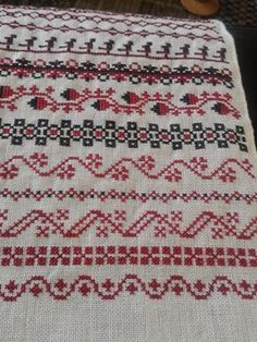 This Pin was discovered by Ser Applique, Bohemian Rug, Crochet, Pattern, Home Decor, Jute, Cross Stitch, Dots, Patterns