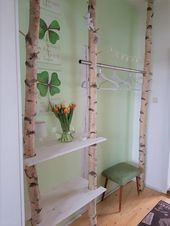 Wardrobe made of white birch trunks A spring dream. White birch trunks as a wardrobe with spring decorations look simply adorable. Birch trunk wardrobe can be found at: birkendoc.de/shopOur birch trunks can be erected with Feng Shui, Decoration Entree, Diy Home Decor, Room Decor, Hotel Room Design, Diy Coffee Table, Birch, Ladder Decor, Diy And Crafts