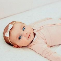 41 Ideas baby girl headbands and bows families Newborn Bows, Newborn Headbands, Baby Girl Newborn, Headband Baby, Blonde Baby Girl, Blonde Babies, Little Girl Headbands, Baby Hair Bows, Red Hair Baby