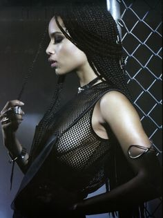 Despite her petite frame, Zoë Kravitz has broken the mold when it comes to rising young talents. After years of paying her dues, Kravitz is hitting her s… Zoey Kravitz, Zoe Kravitz Braids, Zoe Kravitz Style, Zoe Isabella Kravitz, Lenny Kravitz, Zoe Kravitz Tattoos, Hair Afro, Lisa Bonet, Portraits