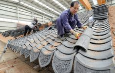 Special ancient roof tiles: Sungnyemun gets new roof tiles as restoration proceeds