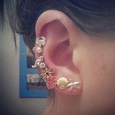 A bit much but love these earrings! Ear Peircings, Cute Ear Piercings, Piercing Tattoo, Body Piercing, Ear Jewelry, Jewelry Accessories, Piercings Bonitos, Earring Trends, Labret