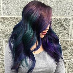How to create oil slick hair - tricoci university of beauty culture Blonde Dye, Ombre Blond, Slick Hairstyles, Latest Hairstyles, Hair Color Highlights, Hair Color Balayage, Oil Slick Hair Color, Haircuts For Medium Length Hair, Roller Set