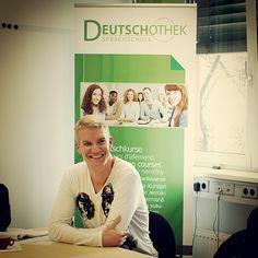 #Deutschothek #Deutschschule #DeutscheSprache #Sprachschule #LanguageSchool #LearnGerman #GermanLanguage Four Square, Coat, Jackets, Fashion, Language School, German Language, Down Jackets, Moda, Sewing Coat