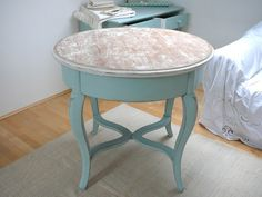 runder Tisch in Türkis // turquoise round table via DaWanda.com