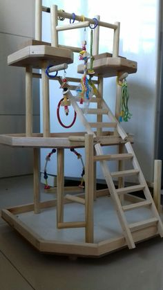 Parquinhos e playground para calopsitas e outros. chamar no zap. (61)9 8299-4142 Diy Parakeet Cage, Parakeet Toys, Parrot Pet, Parrot Toys, Bird Play Gym, Conure Bird, Diy Bird Cage, Cockatiel Cage, Diy Bird Toys