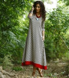 Black and white long boho maxi. Easy style and perfect summer maxi.Combine it with silver jewellery and boots for the perfect boho look! -www.cooliyo.com