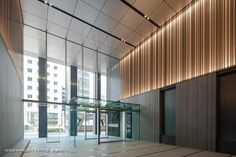 de'-TAISEI DESIGN│大成建設株式会社 設計本部 Office Entrance, Entrance Design, Hall Design, Lobby Interior, Interior Stairs, Interior Architecture, Office Building Lobby, Office Lobby, Hotel Lobby Design