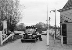 NLD-411101-AMSTERDAM NOORD: Het tolhuis in Amsterdam Noord bij de Valkenwegpont. ANPFOTO/Anp. 01-11-1941.