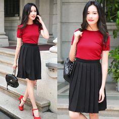 Larmoni Pleated Skirt