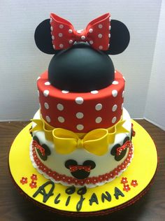 Minnie Mouse Cake....@Julie Forrest Forrest Forrest Durant-Craft - inspiration for one of Dillynns upcoming birthday cakes!  Know anyone who can do this???