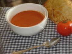 Quick Homemade Tomato Soup / SMS Nov 2012 - Very Good! Used can crushed tomatoes and 1 can diced tomatoes; and 1 can tomato paste; added basil, 1 tsp sugar, cup milk and salt Gluten Free Tomato Soup Recipe, Quick Tomato Soup, Tomato Soup Recipes, Quick Dinner Recipes, Quick Meals, Can Dogs Eat Tomatoes, Beautiful Soup, Canadian Food, Vegan Dishes