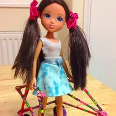 A Toy Company Is Finally Making Dolls With Disabilities and Health Conditions Toys Market, Special Needs Kids, Doll Maker, Workout Humor, Disability, First World, Fashion Dolls, Barbie, Children