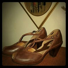ARTISAN PEEP TOE HEELS Comfortable vintage style pumps with cushioned insole and non slip rubber soles. Brown aged leather. Stacked heel and adjustable side buckles. Small flaw on 1 heel, hardly noticeable and looks much worse in pic than in real life. Otherwise excellent! Clarks Shoes Heels