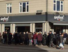 Se llama Wefood, está en Copenhague, y desde que abrió hace sólo unos días, las colas en sus puertas son una constante. ¿El truco? Venderproductosque han sobrepasado su fecha de caducidad a unos precios entre un 30 y un 50% más baratos delo habitual. Aunque dicho podría asustar o parecer otro de esos escándalos alimentarios ...