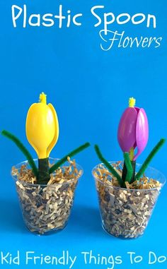 A plastic spoon flower crafts for kids to make. Perfect for spring, Mother's Day, Easter or teacher gift! KidFriendlyThingsToDo.com #recyclingforkids