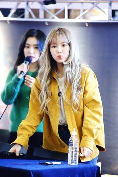 Wendy is cute Seulgi, Park Sooyoung, South Korean Girls, Korean Girl Groups, Wendy Son, Rain Jacket, Bomber Jacket, Wendy Red Velvet, Kim Yerim