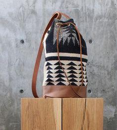 Walking Rock Wool Bucket Bag