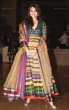 Anushka's absolutely stunning Abu Jani and Sandeep Khosla Anarkali dress at the wedding reception of Genelia D'Souza and Ritesh Deshmukh!