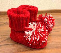 Arkimamman Arkiralli: Varsitossukat ja nenäpäivä Slipper Socks, Slippers, Knitting Socks, Knit Socks, Mittens, Beanie, Throw Pillows, Hats, Fingerless Mitts