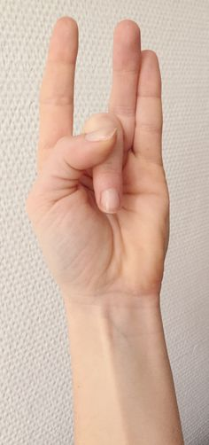 Mudra Nachlese: Shunya Mudra   Is also called heavens mudra and is associated with hearing. It helps to overcome earaches, sickness, vertigo and numbness. Energetic this gesture connects you with your heart (Anahata) and you might listen to your inner beat as well as to others. https://www.facebook.com/yoga2go-Denise-Klier-258767814189700/