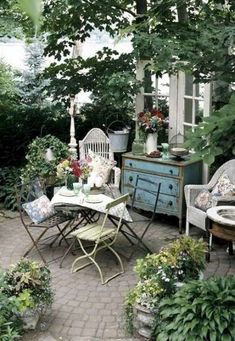 Chic Garden Decor Shabby Chic Garden sitzecke and-chest Shabby Chic Outdoor Decor, Shabby Chic Furniture, Garden Furniture, Furniture Ideas, Vintage Patio Furniture, Vintage Garden Decor, Building Furniture, Vintage Planters, Luxury Furniture