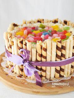 Urodzinowy tort z rurkami Breakfast, Food, Morning Coffee, Meals, Morning Breakfast