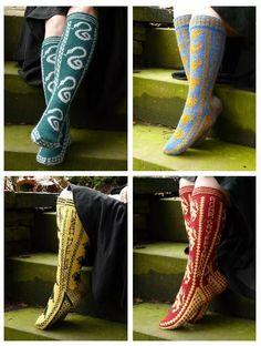 Hogwarts House Socks It Makes Me Happy That The Ravenclaw ! poudlard maison chaussettes ça me rend heureux que le serdaigle Objet Harry Potter, Mode Harry Potter, Estilo Harry Potter, Harry Potter Outfits, Harry Potter Love, Harry Potter Socks, Ravenclaw, Slytherin Pride, Guêtres Au Crochet