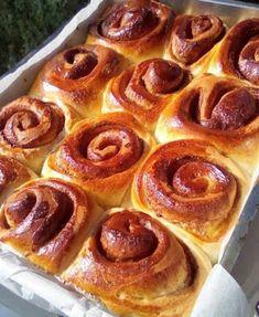 Ρολά κανέλας !!! ~ ΜΑΓΕΙΡΙΚΗ ΚΑΙ ΣΥΝΤΑΓΕΣ 2 Cinammon Rolls, Food Processor Recipes, Sausage, Toast, Cooking, Breakfast, Sweets Recipes, Desserts, Geo