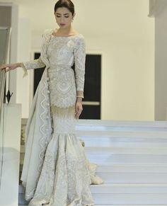 Eid Dresses for Special Winning Day Shadi Dresses, Pakistani Formal Dresses, Pakistani Wedding Outfits, Pakistani Dress Design, Bridal Outfits, Indian Dresses, Indian Outfits, Pakistani Gharara, Mahira Khan Dresses