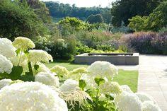 Handyside Gardens London by Dan Pearson Studio Residential Landscaping, Fence Landscaping, Dan Pearson, London Garden, Garden Landscape Design, Landscape Architecture, Formal Gardens, Felder, Garden Borders