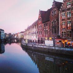 by mariantoniettamaselli: Ci sono dei tramonti che non tramontano mai #gent #belgio #visitGent #TagsForLikes #architexture #city #buildings#sunset #beautiful #perspective #geometric #vsco_best #vscopictures #vscopicture #vscogrid #vscolover #vscotop #vscophoto #vscopic