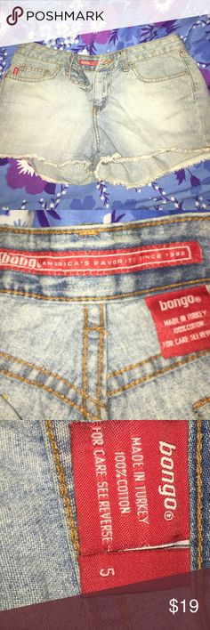 Vintage BONGO Light Denim 5 pocket Shorts 5 Vintage BONGO Light Denim cut off 5 pocket jean Shorts size 5. Label says America's favorite jeans since 1992z Made in Turkey. 100% Cotton. Large White with Red lettering on back BONGO BONGO Shorts
