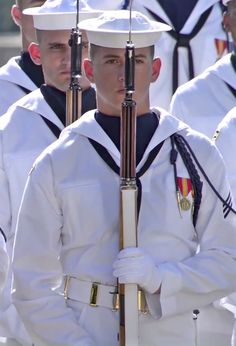 Navy Military, Military Gear, Soldier Haircut, Honor Courage Commitment, Us Navy Uniforms, Navy Day, Honor Guard, Brothers In Arms, Men In Uniform
