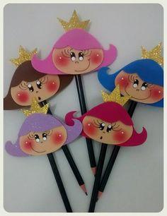 Pacote com 10 ponteiras planas confeccionadas em EVA. <br> <br>Ideal para presentear meninas ou como lembrancinha em festas de aniversário.