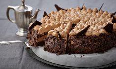 Schokoladen-Sahne-Torte Rezept: Eine schokoladige Sahne-Torte für festliche Anlässe - Eins von 7.000 leckeren, gelingsicheren Rezepten von Dr. Oetker!