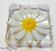 Daisy Fused Glass Trinket Bowl by BlueFairyDesigns on Etsy, £12.95