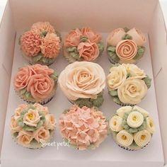 The prettiest cupcakes we ever did see! #regram @sweetpetalcake…belle.etoile.handmadeSo pretty!