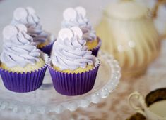 Parma Violet Cupcakes from Katiecakes - inspired idea! Cupcake Flavors, Cupcake Recipes, Dessert Recipes, Chocolate Bomb, Chocolate Hazelnut, Yummy Treats, Sweet Treats, Romantic Meals, Deserts