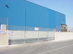 Puerta corredera industrial barrotes en galvanizado. Murcia, Fair Grounds, Industrial, Outdoor Decor, Fun, Travel, Home Decor, Sliding Door, Viajes